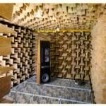 Una 7/05 (destra) nella camera anecoica della ESB (La camera era dotata di 1.500 cunei di lana di vetro  lunghi 75 cm)